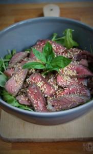 Keto sałatka z wołowiną (Paleo, LowCarb)